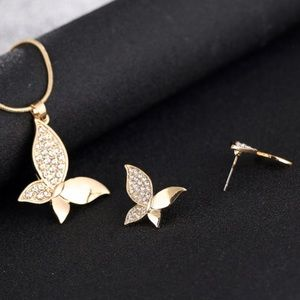 Jewelry - Pretty gold butterfly necklace & Earrings Set NWT